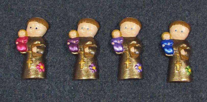 Ímanes de gesso com representação de santos