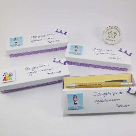 Caixas com caneta